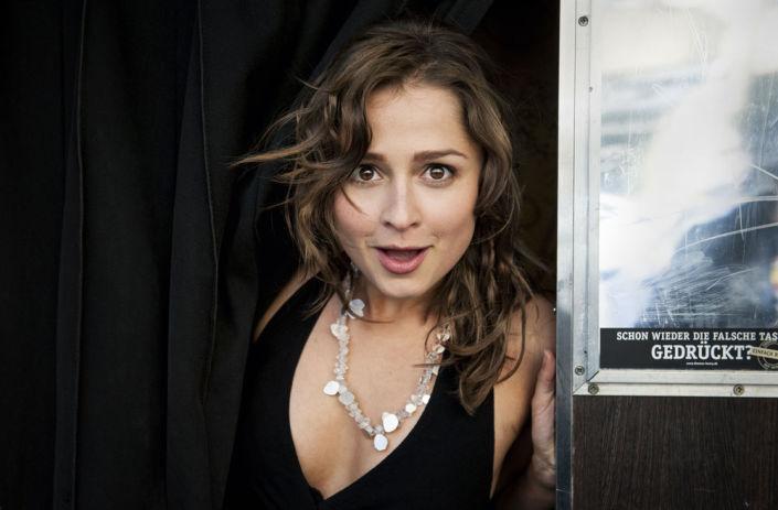 Sarah Alles in Portrait
